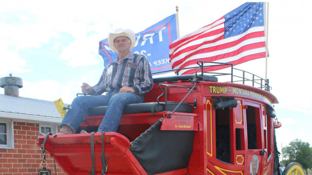 Colorful stagecoach honors Montana pioneers